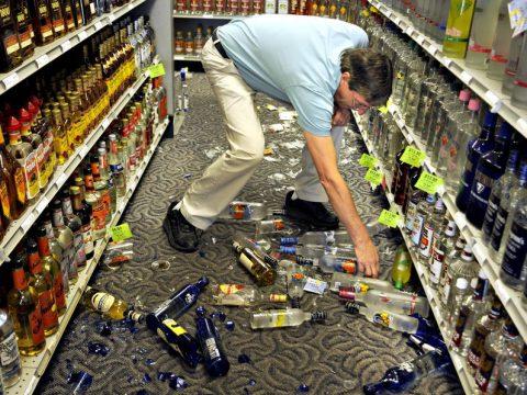 Разбили бутылку в магазине