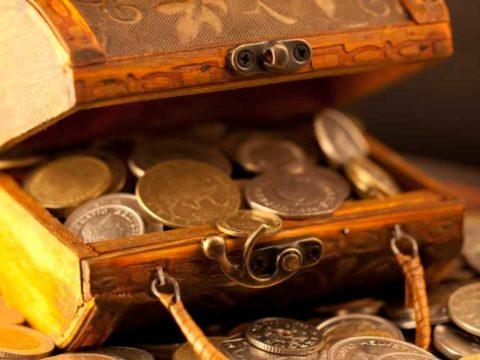 Сундучок набитый золотыми монетами